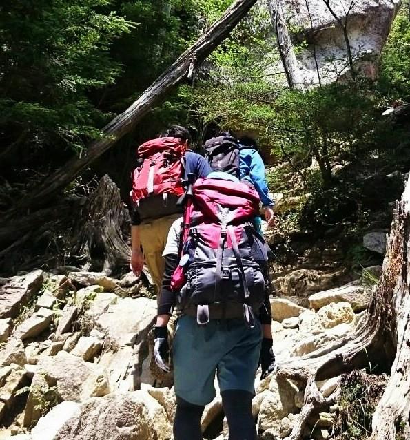 スマホ版の青年山の会の登山の様子