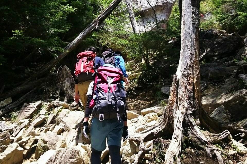 青年山の会の登山の様子